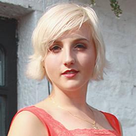 Portrait photograph of Beth Watson