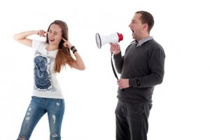 Tochter hört Vater nicht zu
