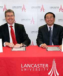 Professor Yonglong Lu and the Vice-Chancellor sign the Memorandum
