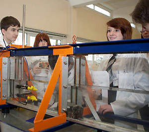 School pupils in the lab in the Lancaster Environment Centre (photo: Joshua Gibson Photography)