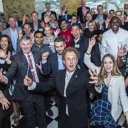 Orchestral twist on leadership entertains at Manchester alumni event