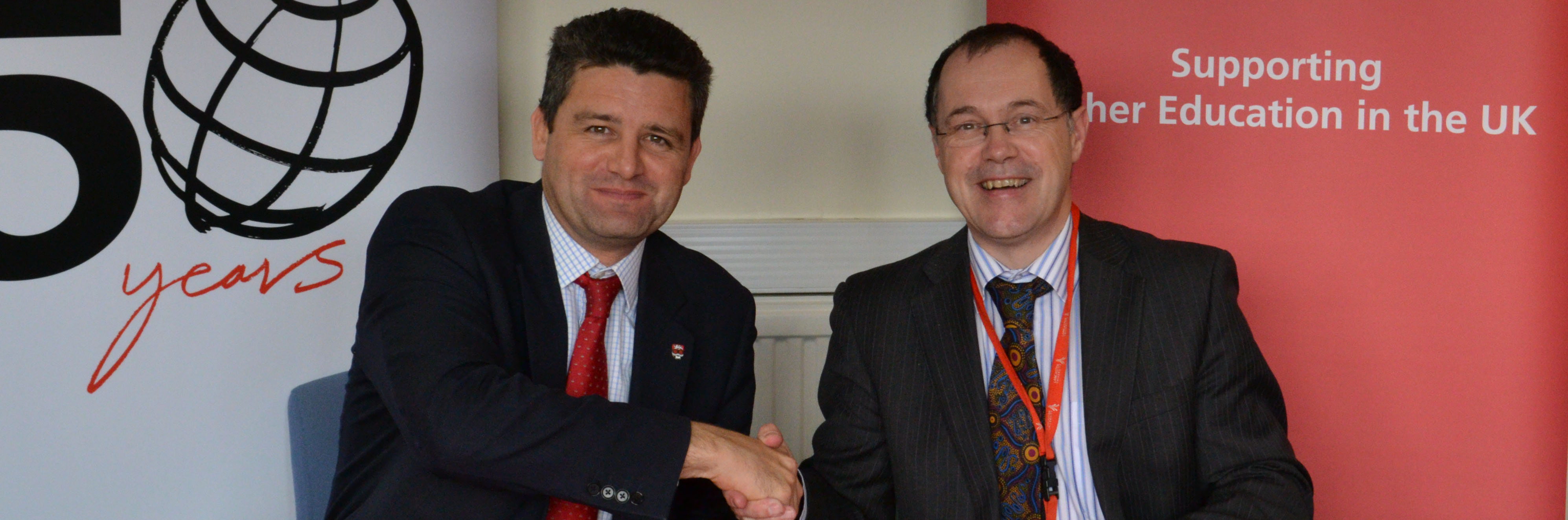 Simon Bray, Director of Santander Universities UK, and Professor Mark E Smith, Vice-Chancellor